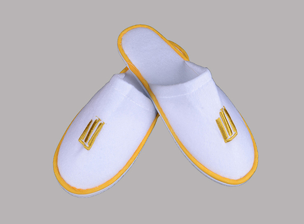 Gold Embroidered Logo Soft Fleece disposable hotel slipper